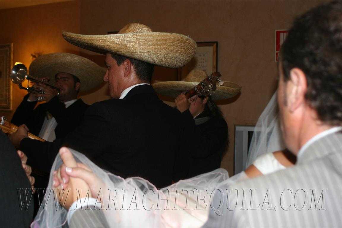 Mariachis en Barcelona baile